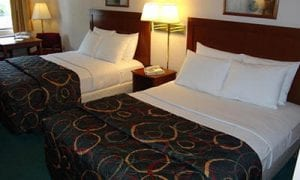 Lynina Inn, located on Shepherd of the Hills Expressway, is only minutes from a vast selection of Branson's nationally acclaimed entertainment and attractions; many within walking distance